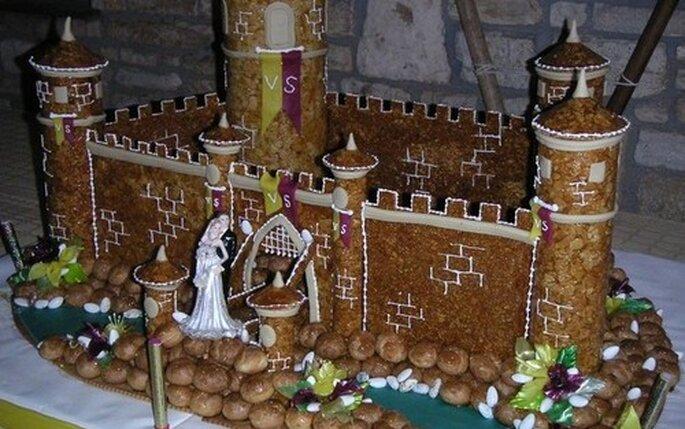 Gâteau de mariage - Pièce montée en petits choux et nougatine : une ...