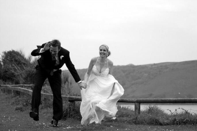 Photos de couple après la cérémonie, on est plus zen ! - Photo : Awardweddings