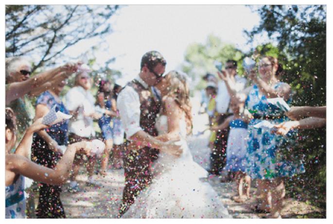 Confeti para lanzar a los novios - Foto Taylor Ford