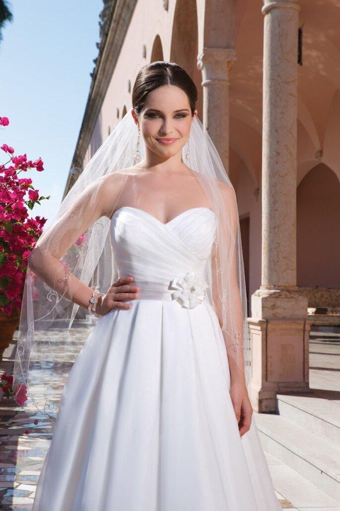 Bezauberndes Brautkleid mit Herzausschnitt in der Kollektion 2015 von Sweetheart