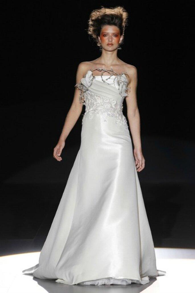 Vestido de novia 2012 La Bohème 1994 palabra de honor y con ornamentales adornos - Ugo Camera / Ifema