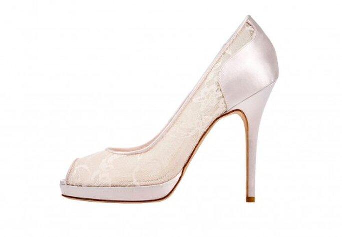Zapatos de tacón alto para novia con peep toe - Foto Monique Lhuillier