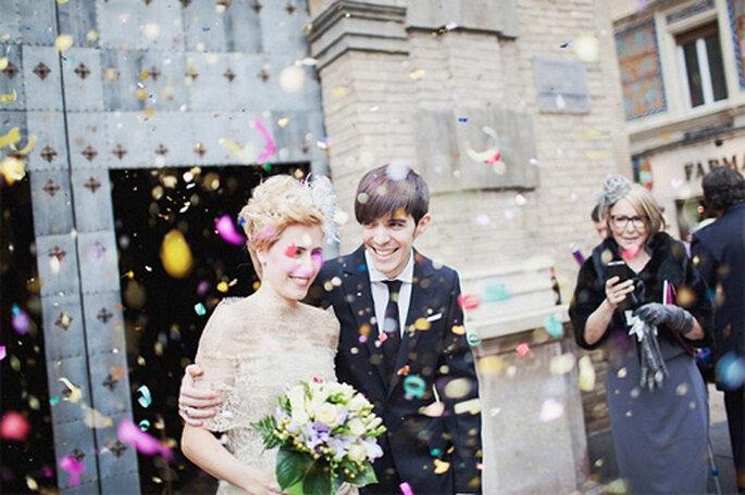 Una lluvia de serpentina para celebrar la unión de los recién casados. Foto: Díez & Bordons.