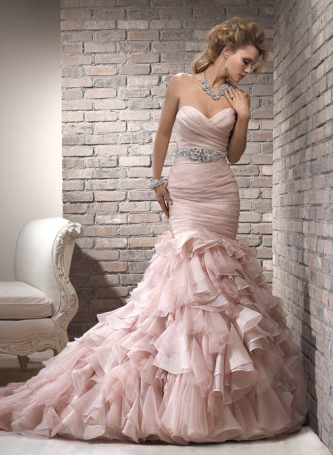 Elégante robe de mariée rose pâle - Photo: Maggie Sottero 2013