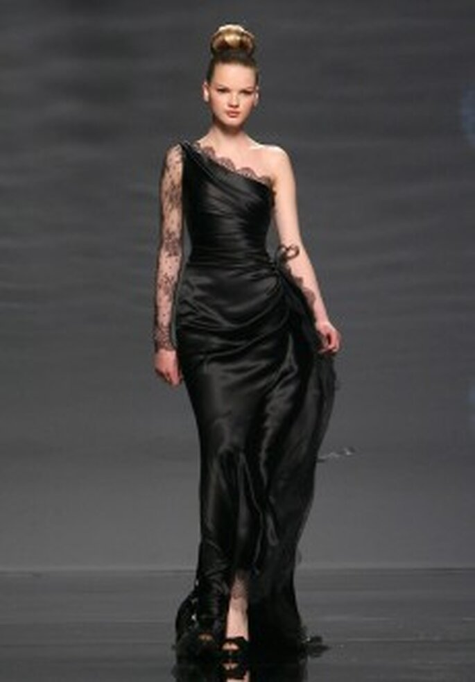 Colección de vestidos de novia con negro Rosa Clará 2011