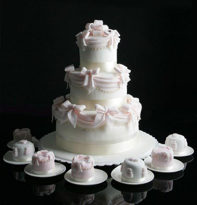 Torta nuziale in tema col matrimonio: la delizia della ...