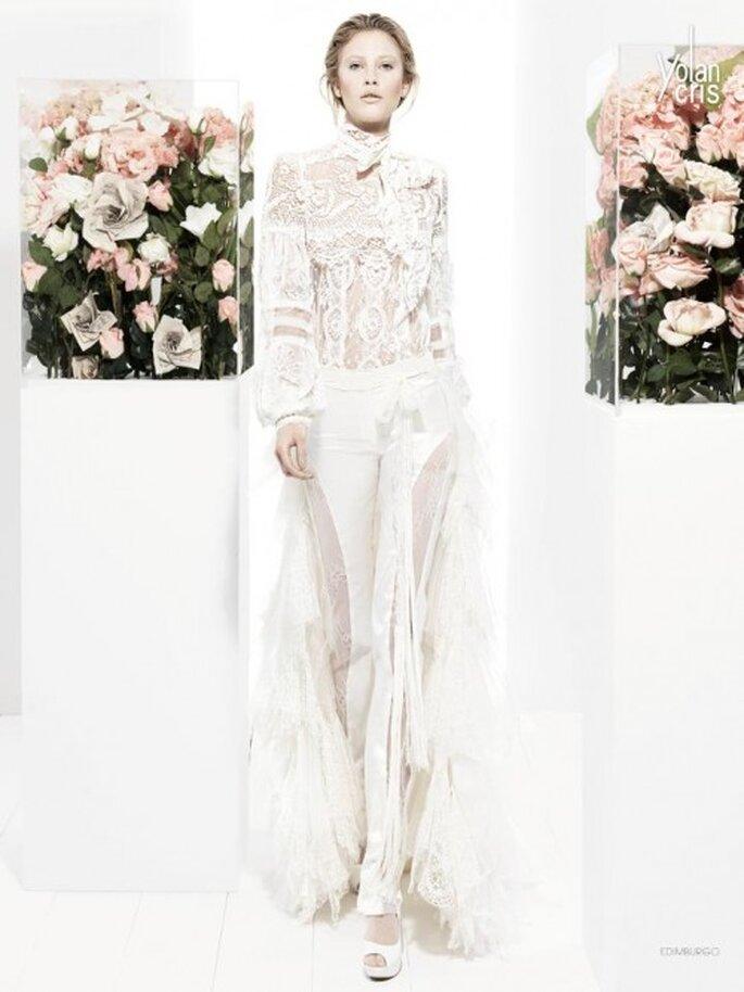 Conjunto de pantalones y blusa para novias con bordados de encaje - Foto YolanCris