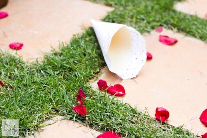 Cono de papel para pétalos.Foto de The Love Studio.