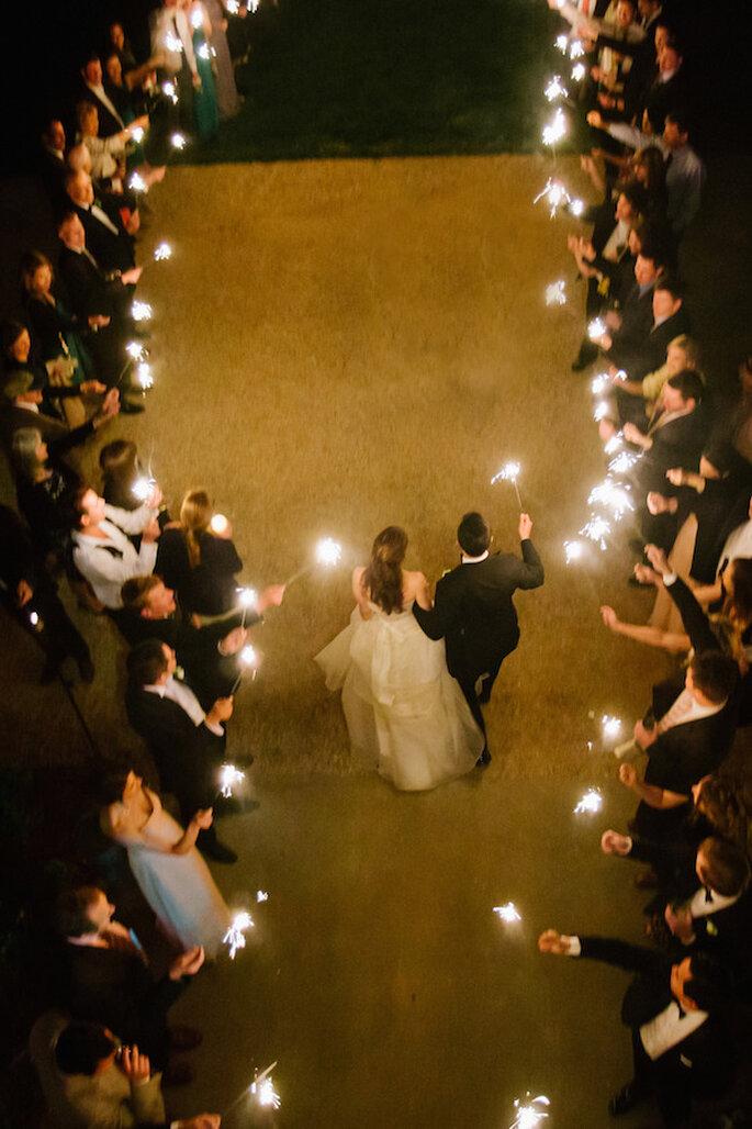 Luces de bengala en tu boda - Foto Jen Fariello Photography