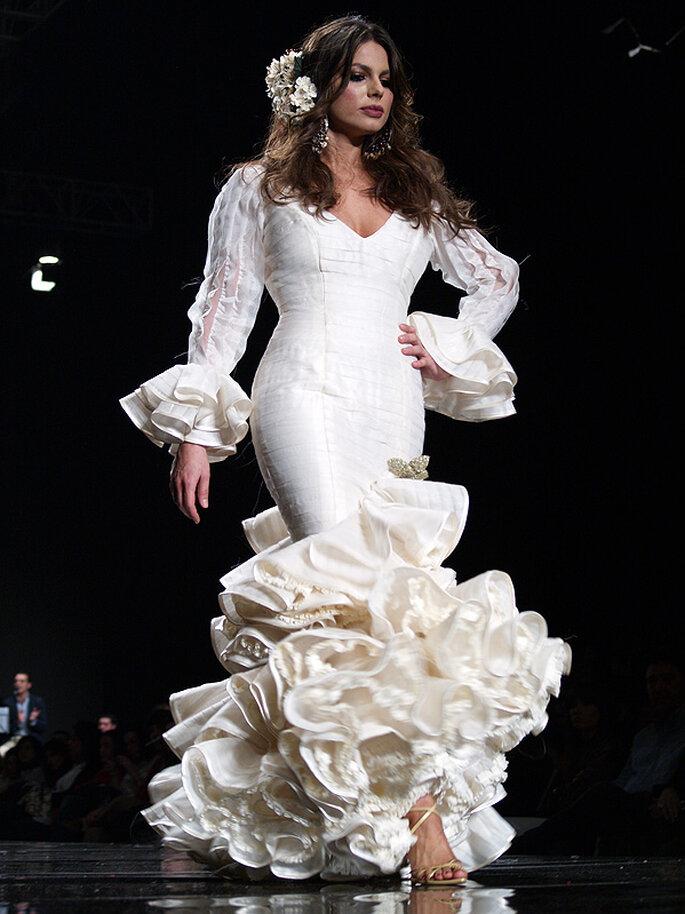 Un hermoso y sugerente vestido de la diseñadora Dolores Castallo Servián