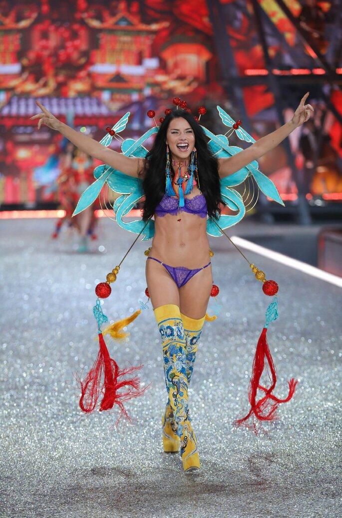 Adriana Lima, desfile Victoria's Secret 2016.