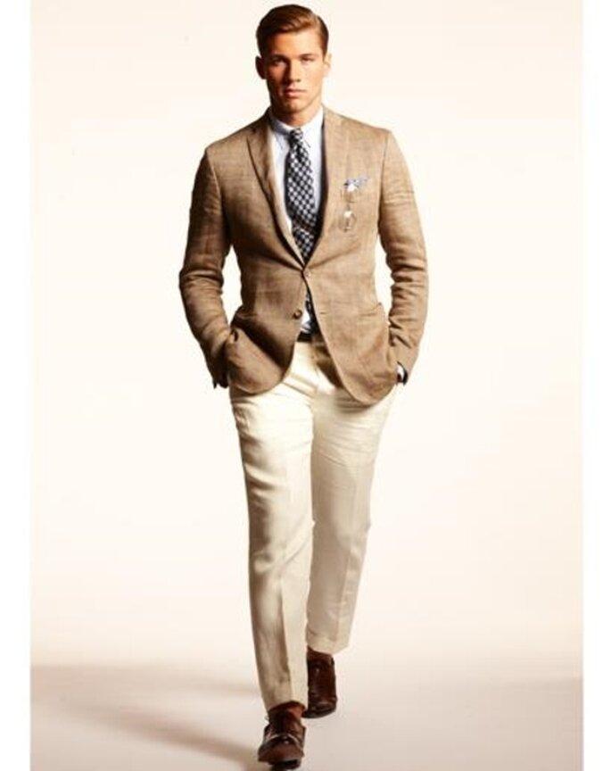 Estilo casual en color beige para hombre invitados a una boda en el jardín - Foto GQ