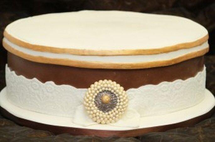 Hochzeitstorte oval antike Hutschachtel