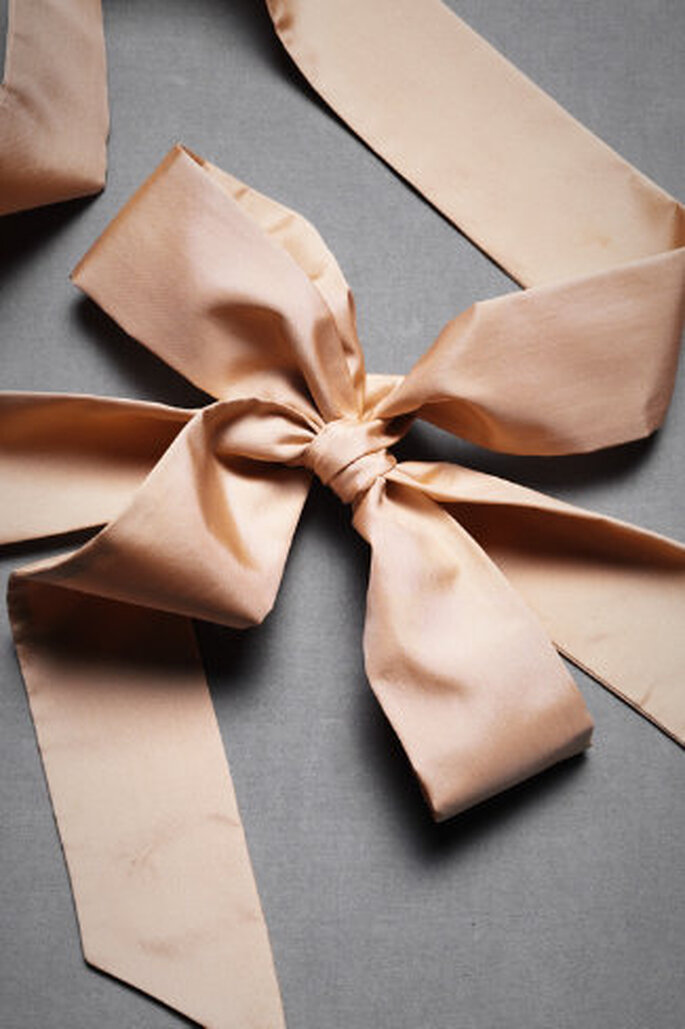 Accesorios rosas para tu boda. Foto de BHLDN