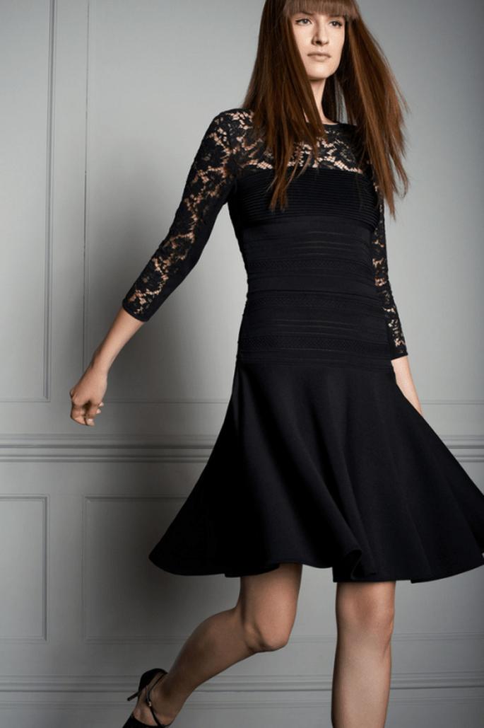 Vestido de fiesta corto en color negro con escote ilusión y mangas tres cuartos - Foto Elie Saab