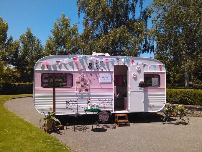 Retro Caravan El Botón Rosa