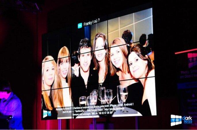 Les photos et les messages de vos invités s'affichent en direct sur un écran géant