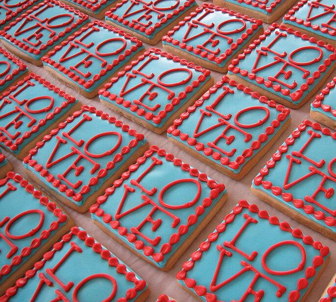 Réplica de la escultura de NYC en rojo y turquesa. Foto: Whipped Bakeshop