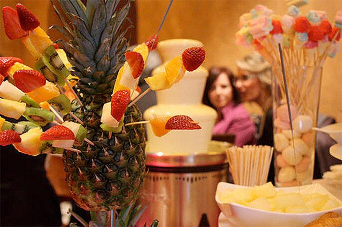 Soirée de mariage : bar à cocktails et fontaine à chocolat réjouiront vos convives - Photo: Caprichos de Chocolate