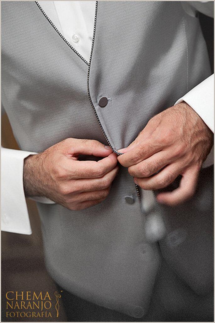 Preparativos del novio antes de la boda. Foto de Chema Naranjo