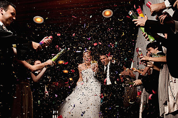 En El Marco Rojo combinan fotos espontáneas de bodas con fotoperiodismo