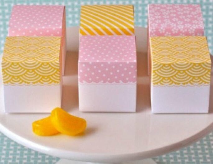 Misez sur de jolies boîtes pour vos cadeaux d'invités. - Source : Style me Pretty