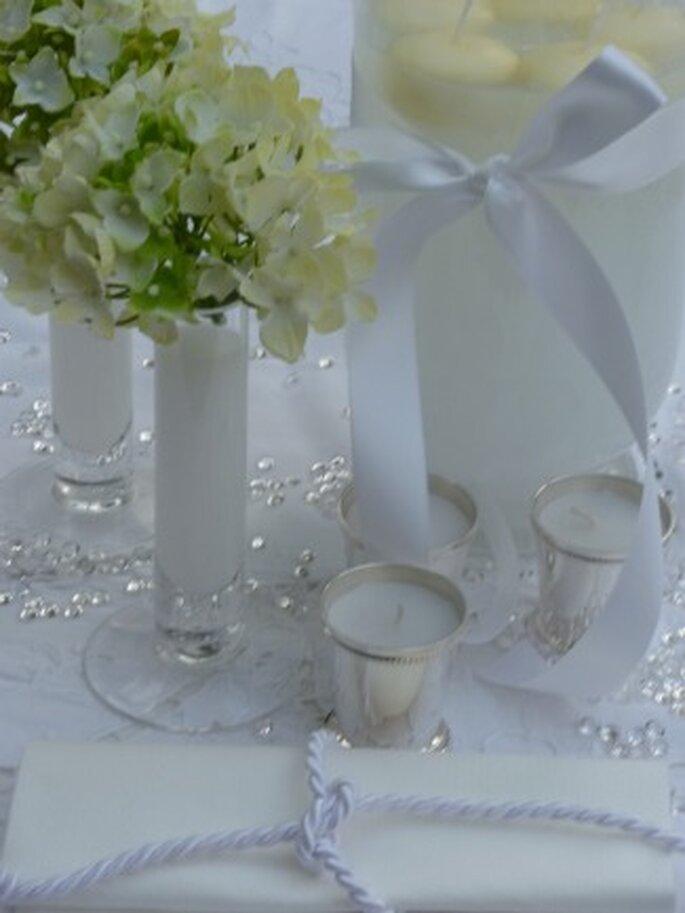Décoration de table : jouez avec le blanc en louant ce kit