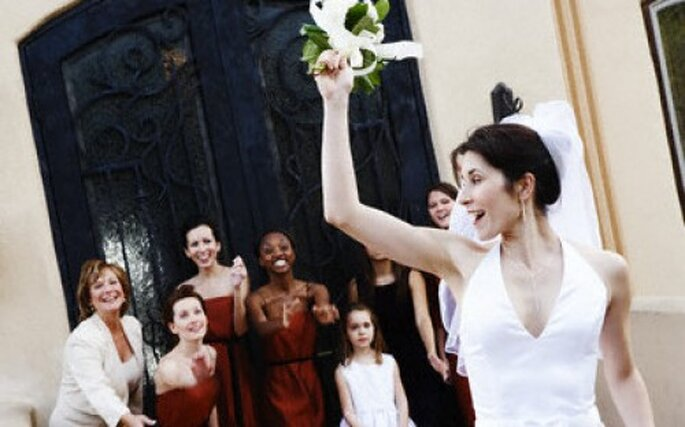 Lanzar el ramo de novia es toda una tradición