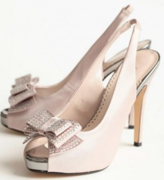 Zapatos vintage para novia. Foto de Ruche.com.