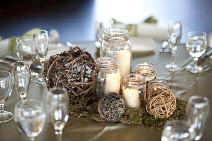 Centros de mesa con velas y tarros de cristal - Foto Cyn Kain Photography