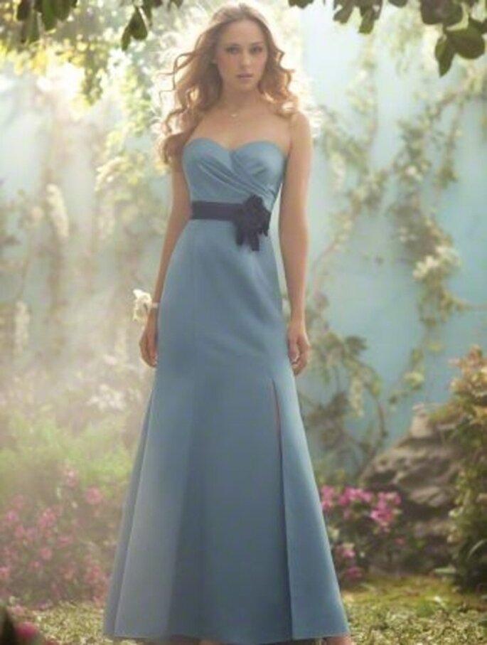 Vestido en color azul para damas de boda inspirado en las Princesas de Disney - Foto Alfred Angelo