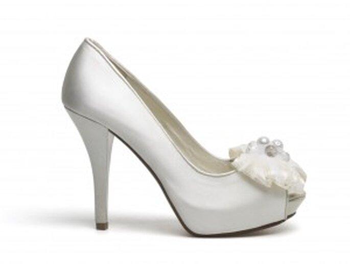 Zapato salón con detalle de flor de Lodi