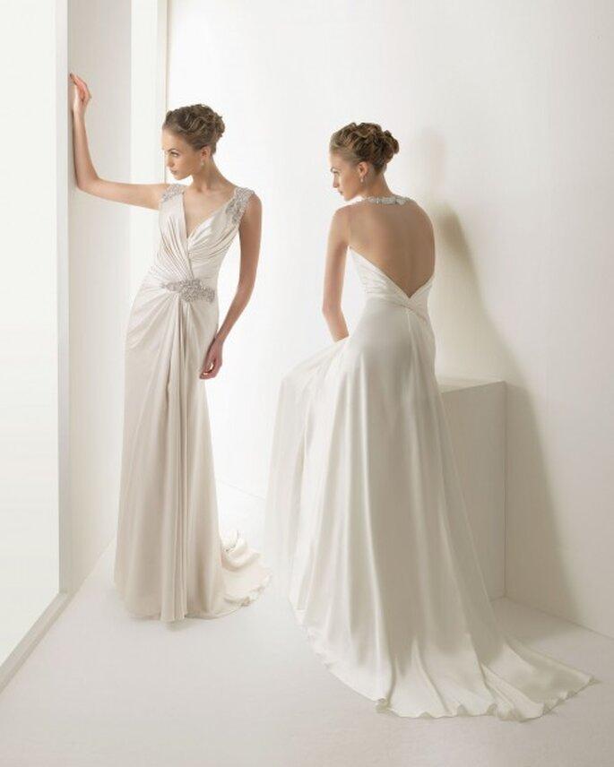 Vestido de novia con drapeado para una boda civil elegante - Foto Rosa Clará