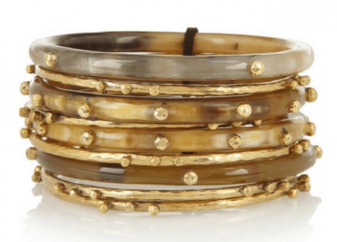 Elige muchas pulseras con pedrería para complementar el look - Foto Net a Porter
