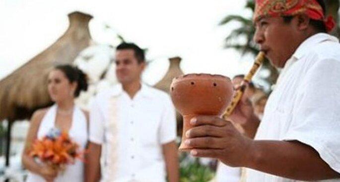 El protocolo ante este tipo de ceremonias no existe, los novios celebran como deseen.