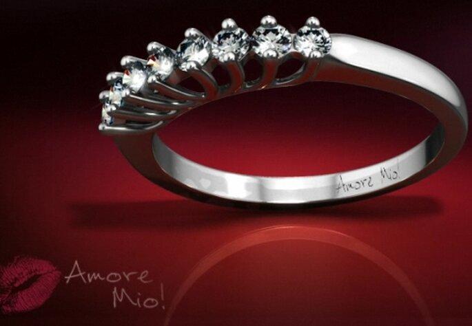 Anillo churumbela con diamantes redondos en flor