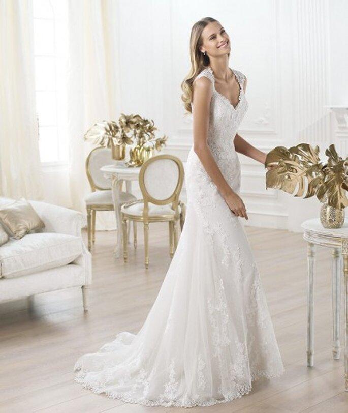 Suknia ślubna na koronkowych ramiączkach