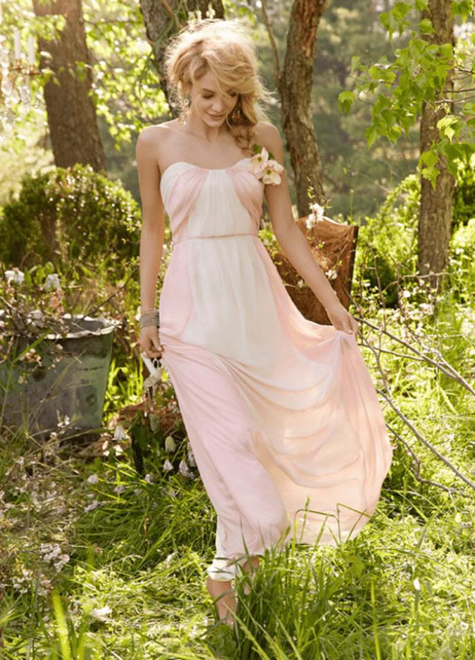 Vestido para dama de boda en color rosa pastel con escote strapless - Foto Occasions en JLM Couture