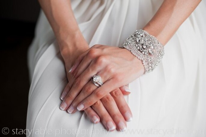 Pulsera de novia estilo vintage - Foto Emily Riggs Bridal