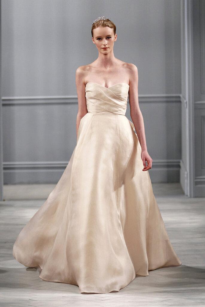 Vestido de novia en color champaña de Monique Lhuillier 2014. Foto: www.moniquelhuillier.com