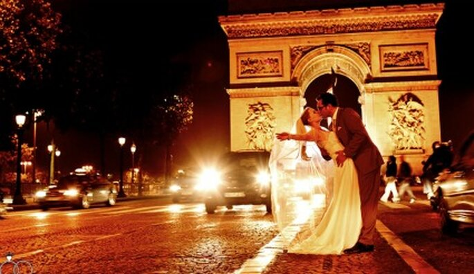 Hochzeitsfotos bei Nacht in Paris. Foto: Katja Schünemann. www.ks-weddings.de