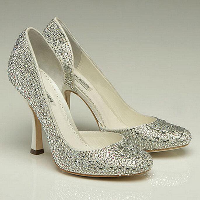 GAGA. Round-toe con sexy corte lateral decorado con cristales de swarovski.