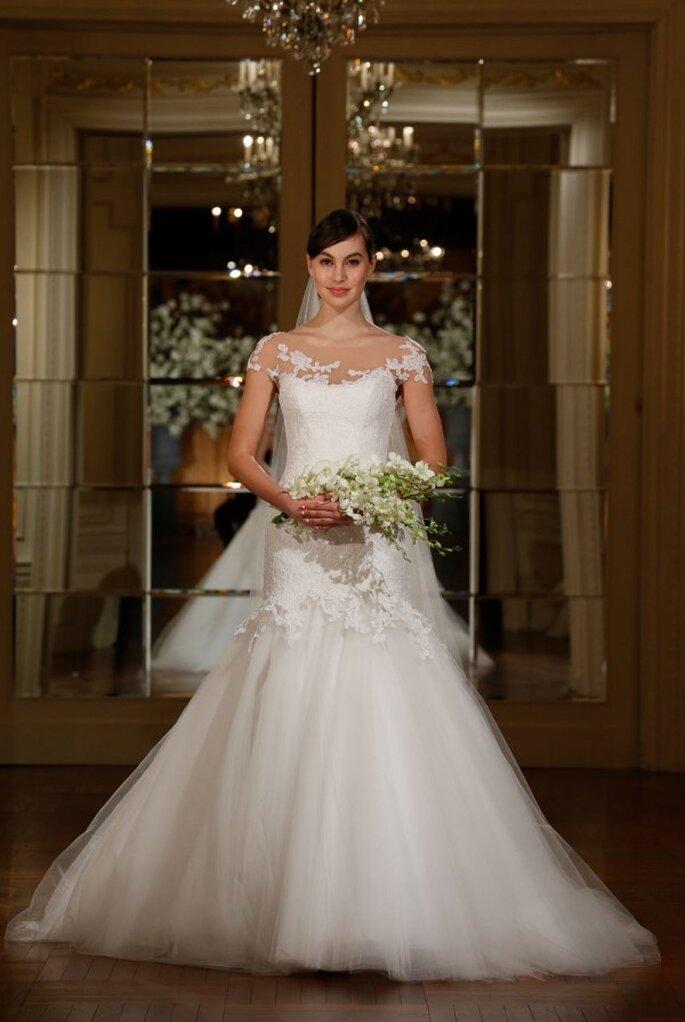 Vestido de novia con corte sirena reinventado, cuello ilusión y bordados de encaje - Foto Romona Keveza