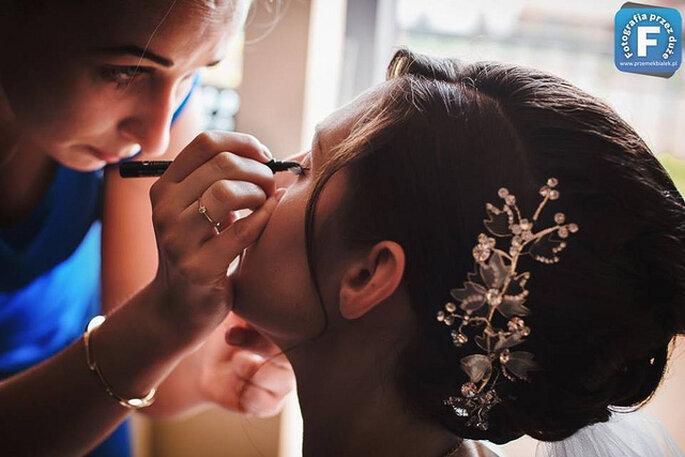 Tendencias 2014 en tocados para novias. Foto: Przemek Białek