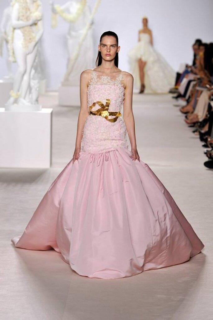 Elegante vestido de gala en color rosa pastel de moda en 2014 - Foto Giambattista Valli