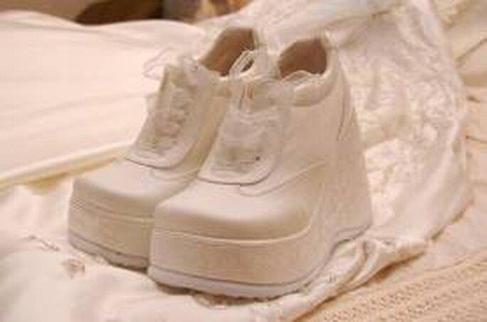 Otro original diseño de tennis para novias amantes de las zapatillas!