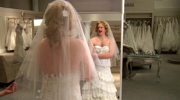 Futura novia probándose vestidos - Foto: TheKnotTV