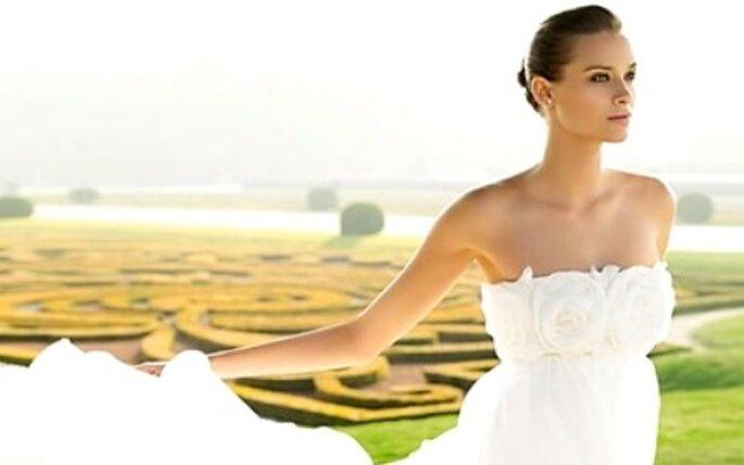 Colección de vestidos de novia palabra de honor y escote transversal Pronovias 2010