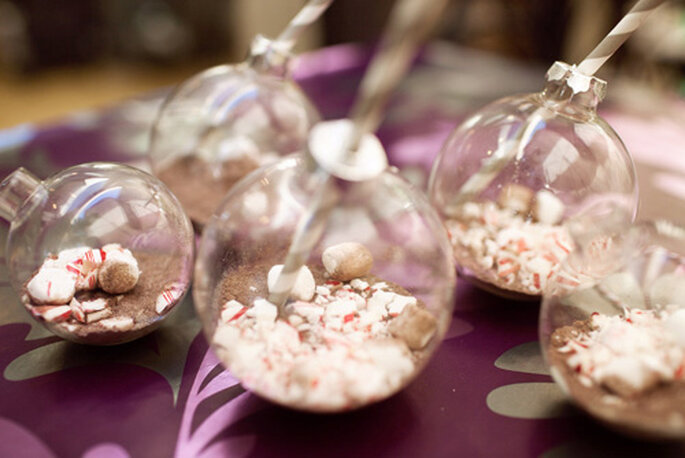 Dulces de cocoa para una boda en invierno. Foto de Carly Taylor.
