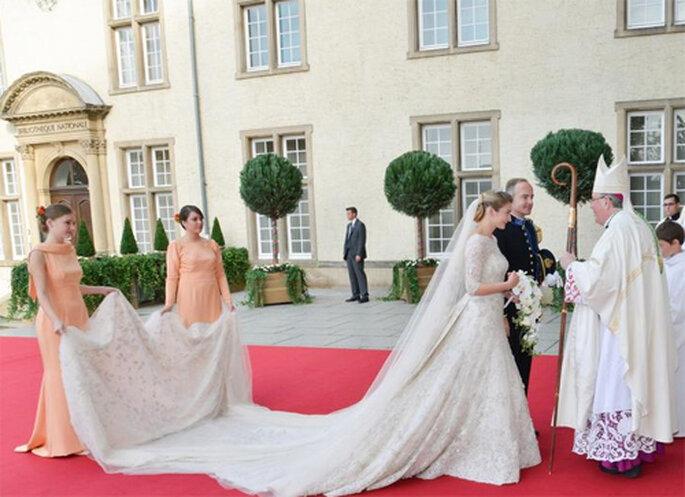 Llegada de la novia a la Catedral de Nuestra Señora de Luxemburgo. Eliee Saab - Facebook oficial